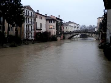 Retrone in piena, Vicenza, articolo Walter Stefani