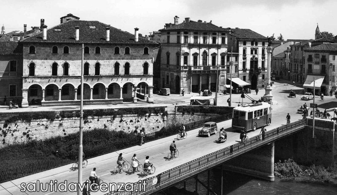 Ponte degli Angeli a Vicenza in una cartolina postale dei primi anni cinquanta