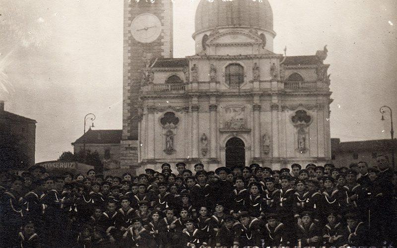 Scolaresca in visita a Monte Berico. Foto del 1926
