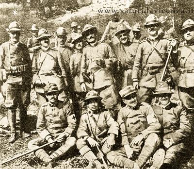 Sergente Bissolati al fronte con i suoi Alpini