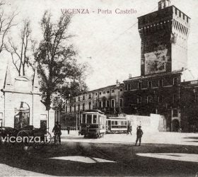 Porta Castello - Ingresso ai Giardini Salvi.