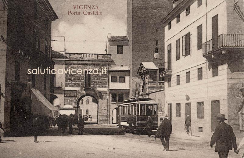 Porta Castello, direzione Corso San Felice