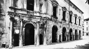 Portico del Teatro Eretenio.