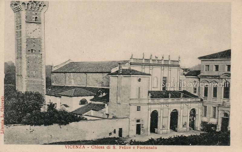 Il portico della chiesa dei Santi Felice e Fortunato prima della sua demolizione