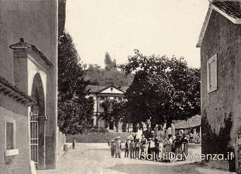 Costozza, Piazza e Villa D'Arenberg