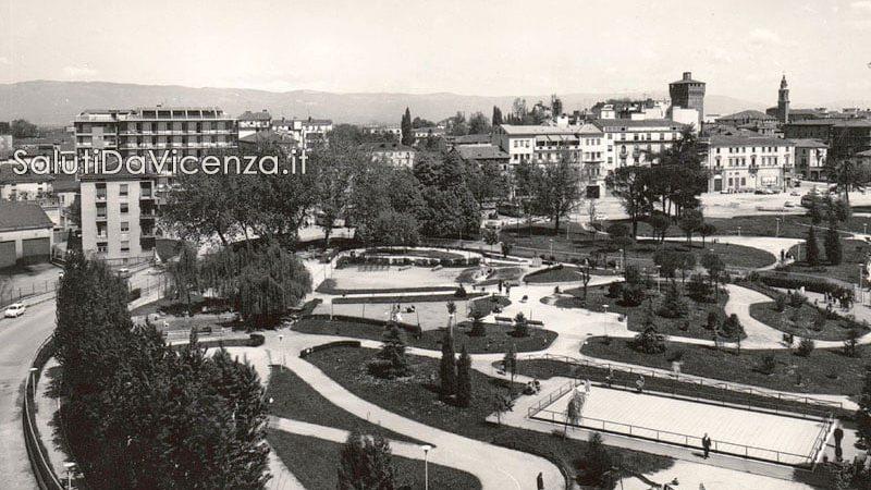 Veduta dall'alto del parco giochi in Campo Marzo.