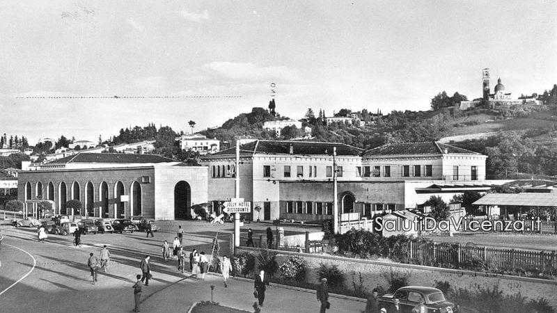 La stazione dei treni di Vicenza nel dopoguerra.