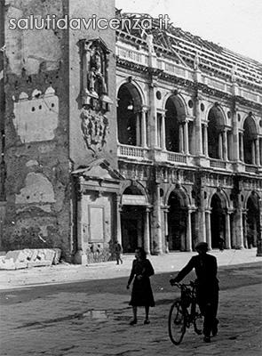 La Basilica Palladiana, centro per l'esposizione delle opere di Van Gogh, durante il restauro nel secondo dopo guerra.