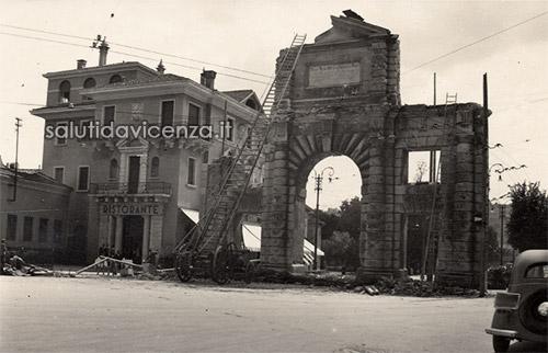 Arco del Revese o di Campo Marzo fotografato da Piazzale Roma, Vicenza
