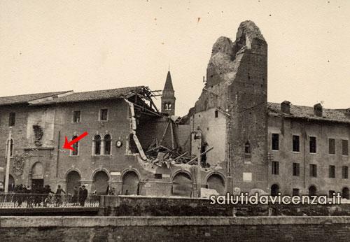 Il palazzo del Territorio e la torre Coxina danneggiata dal bombardamento aereo