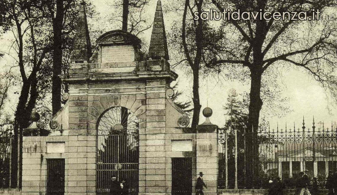 Il monumentale arco d'ingresso al Giardino Salvi