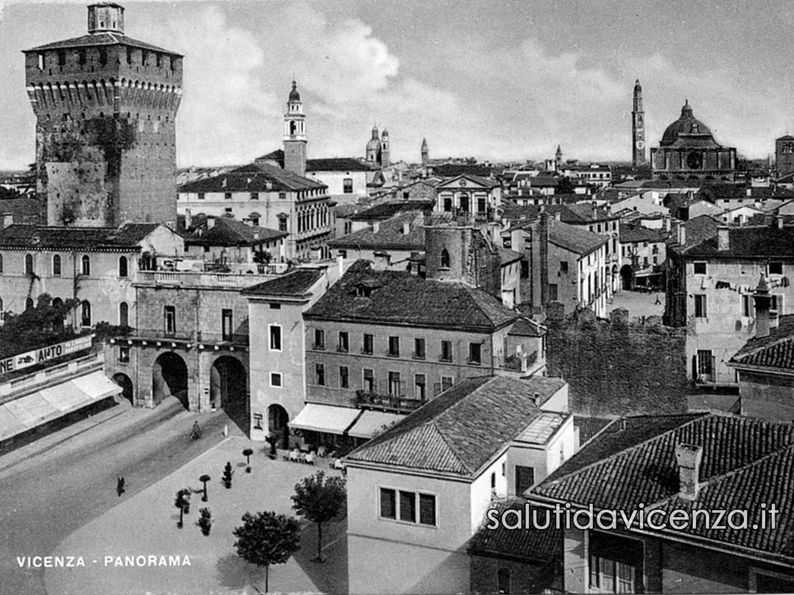 Ingresso al centro storico attraverso Porta Castello