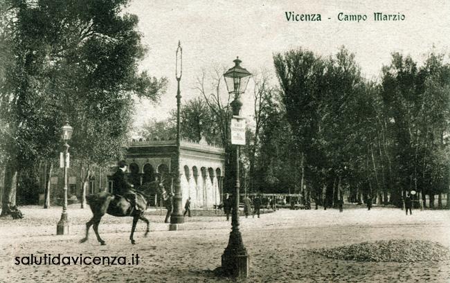 Una passeggiata in Campo Marzio, presso l'antico Caffè Moresco