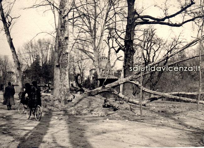 Effetti del bombardamento aereo su Campo Marzo, Vicenza 1944