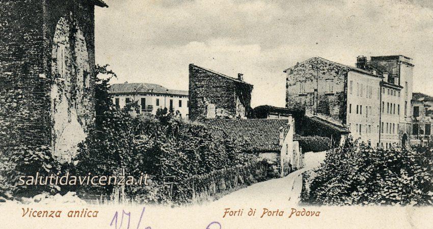 Rare e antiche cartoline da collezione di Vicenza. Parte delle mura antiche di Porta Padova.