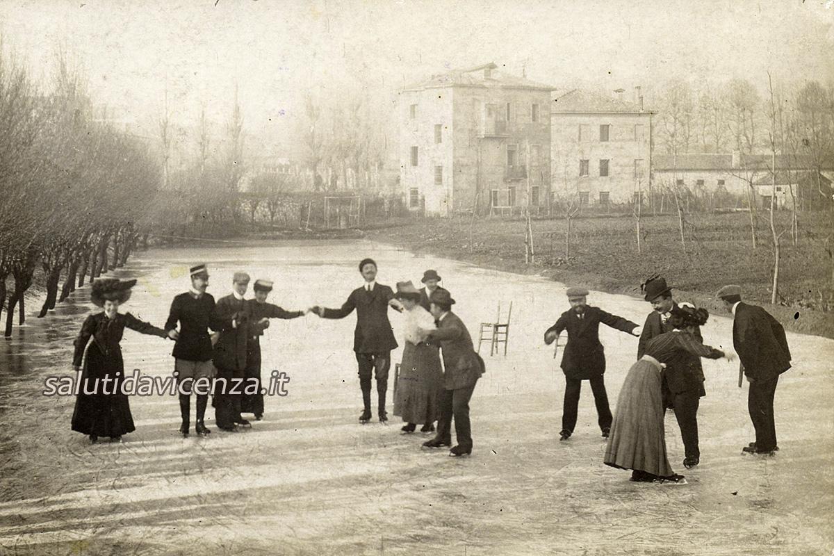 Pattinaggio in Via X Martiri (1918)