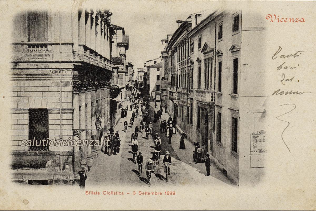 Sfilata ciclistica di fine Ottocento