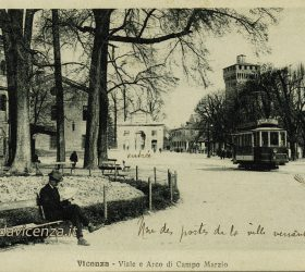 Il viale della Stazione Ferroviaria di Vicenza e l'arco di Campo Marzo.